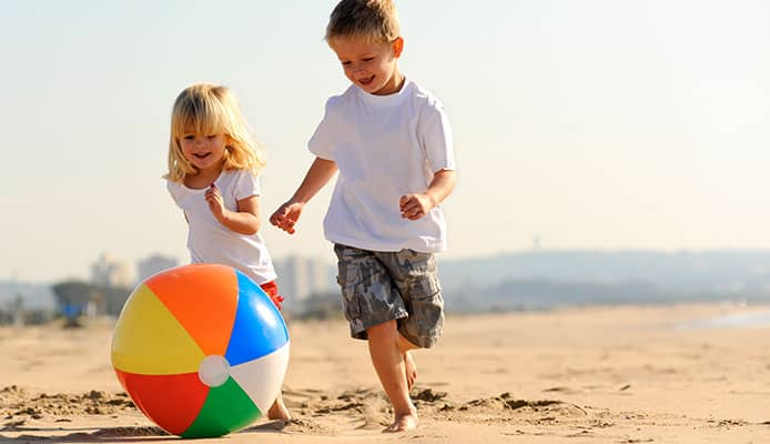 How_to_Choose_the_Best_Beach_Toys_for_Kids